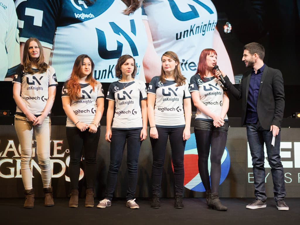 Team Unknights League of Legends Women ...